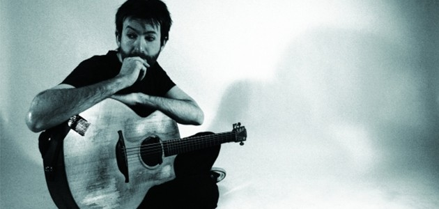 Jon Gomm with his guitar